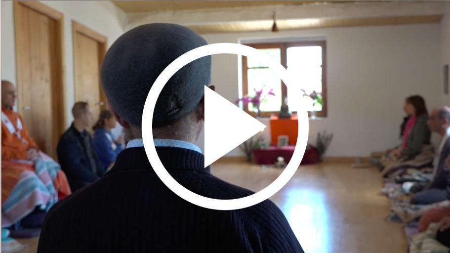 Mira un video de Suryavana el Centro de Retiros y de que es un retiro.